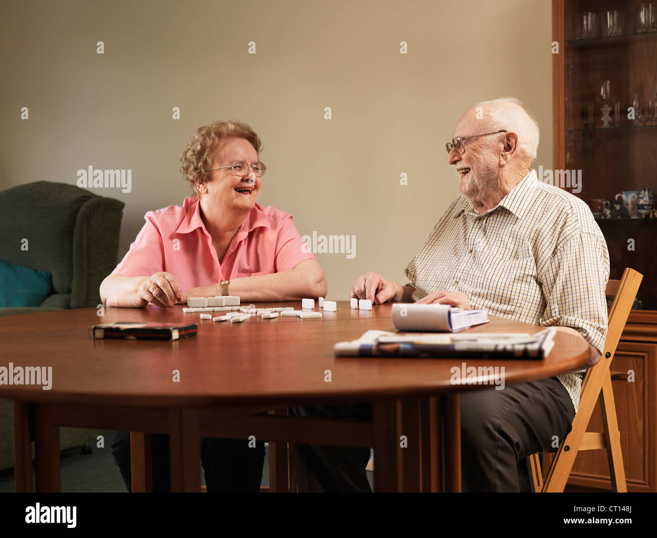 Older couple playing dominoes together - Stock Image