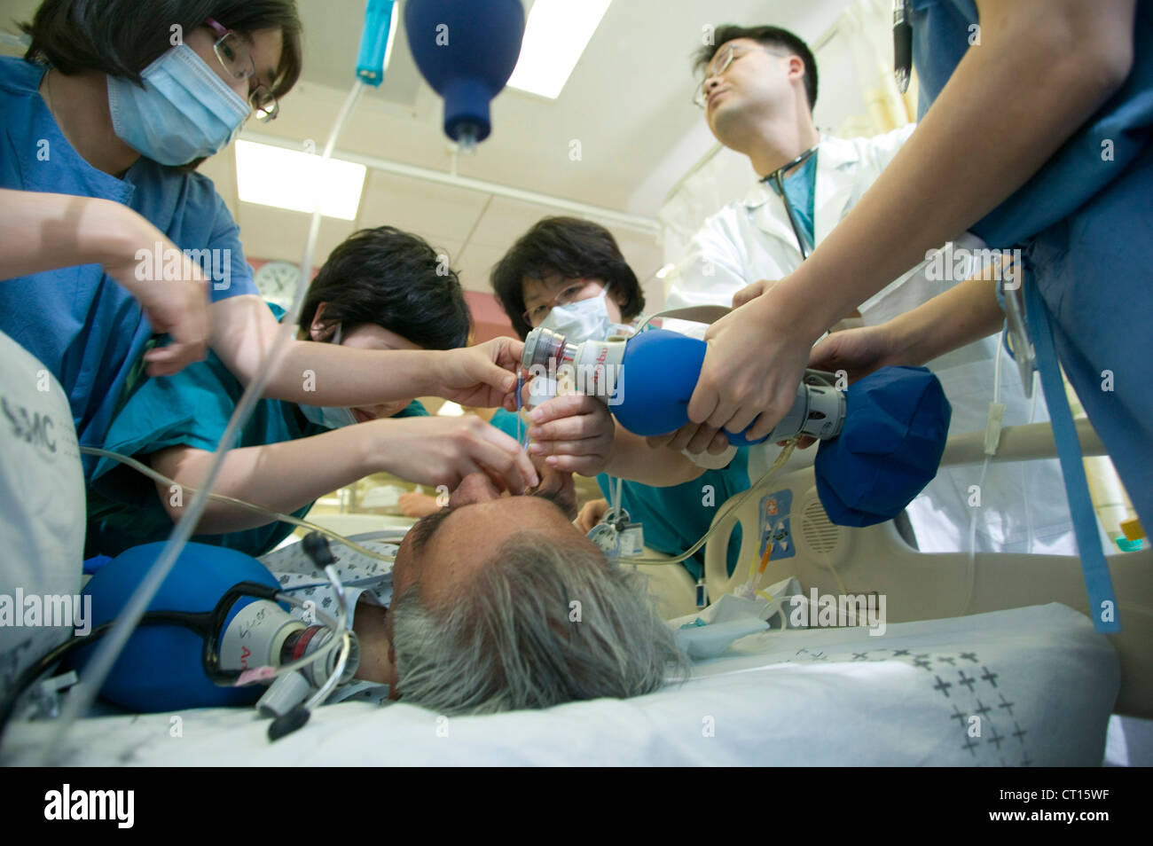 oxygen tank patient life saving medical staff intensive care intensive care unit ICU Samsung Medical Centre Samsung - Stock Image