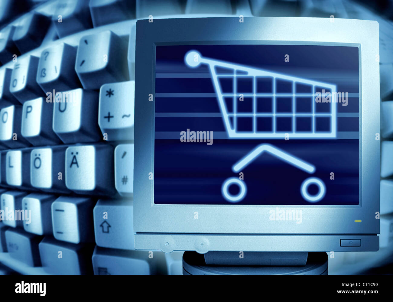 keyboard and shopping cart - Computertastatur und Monitor mit Einkaufswagensymbol Stock Photo