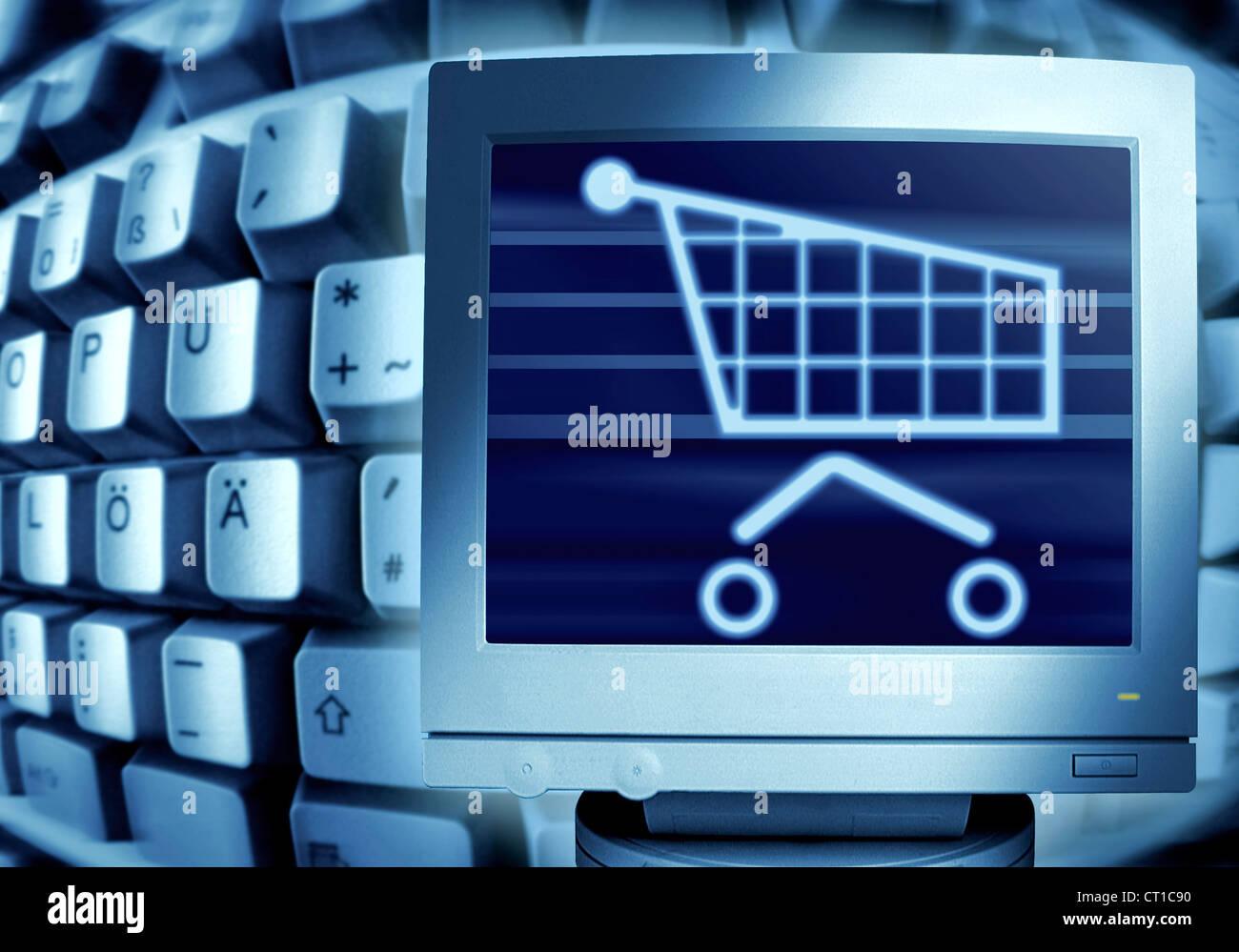 keyboard and shopping cart - Computertastatur und Monitor mit Einkaufswagensymbol - Stock Image
