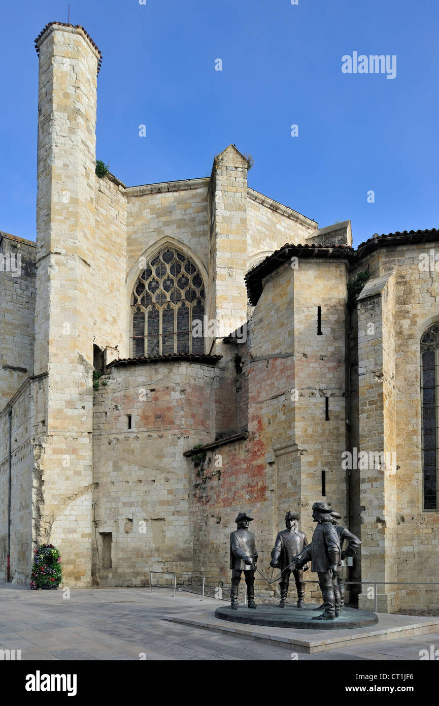 Statue of d'Artagnan and The Three Musketeers in front of the cathedral at Condom, Midi-Pyrénées, - Stock Image