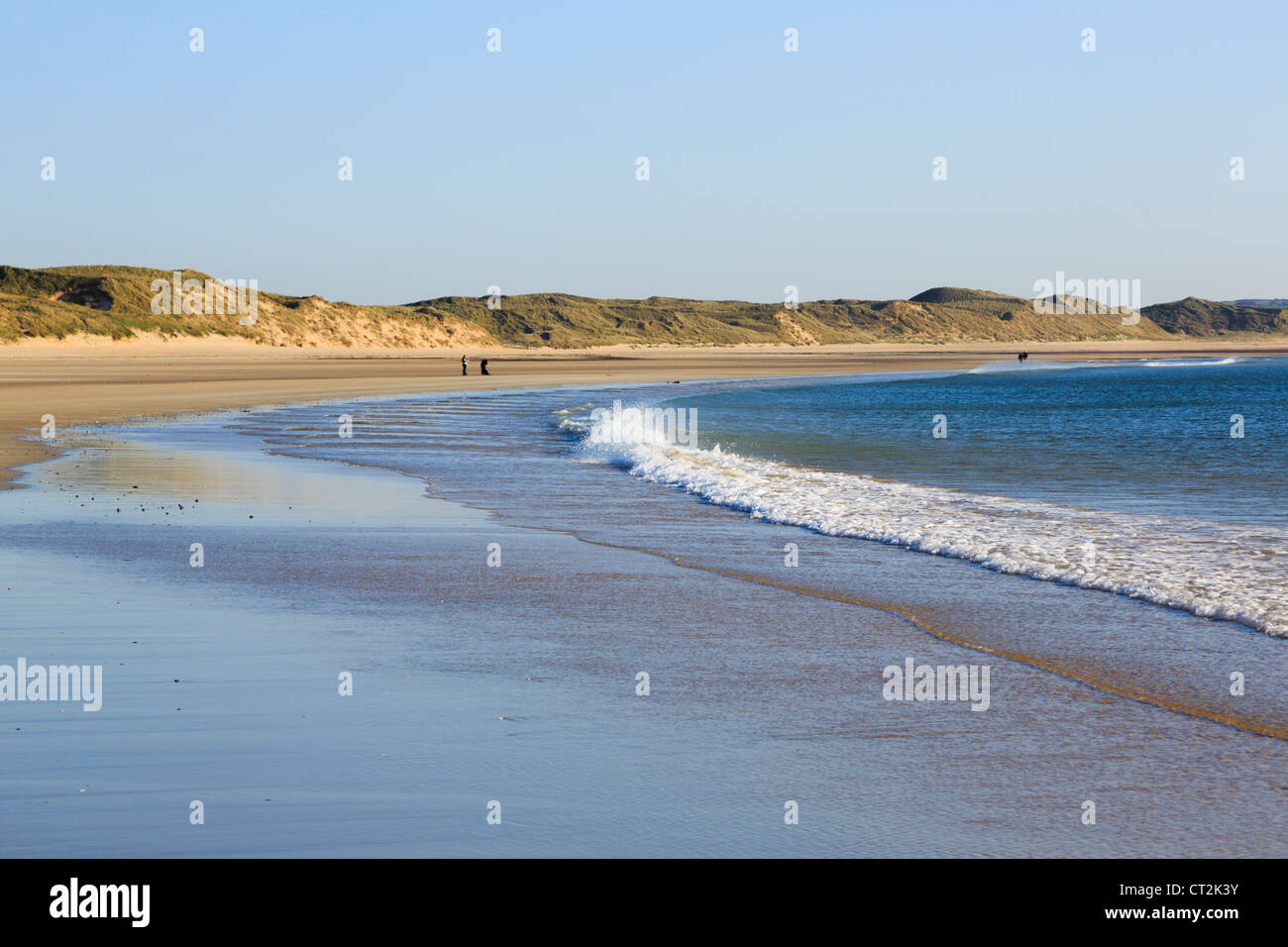 View to sand dunes along wet sandy beach in Dunnet Bay with low receding evening tide at Dunnet Caithness Scotland - Stock Image