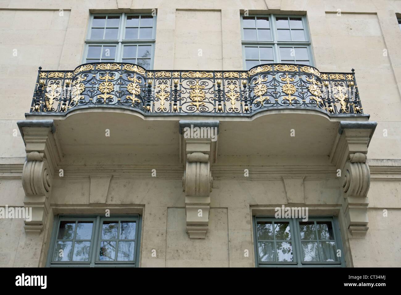 Hôtel de Lauzun, aka Hôtel de Pimodan, gilded balcony - Stock Image