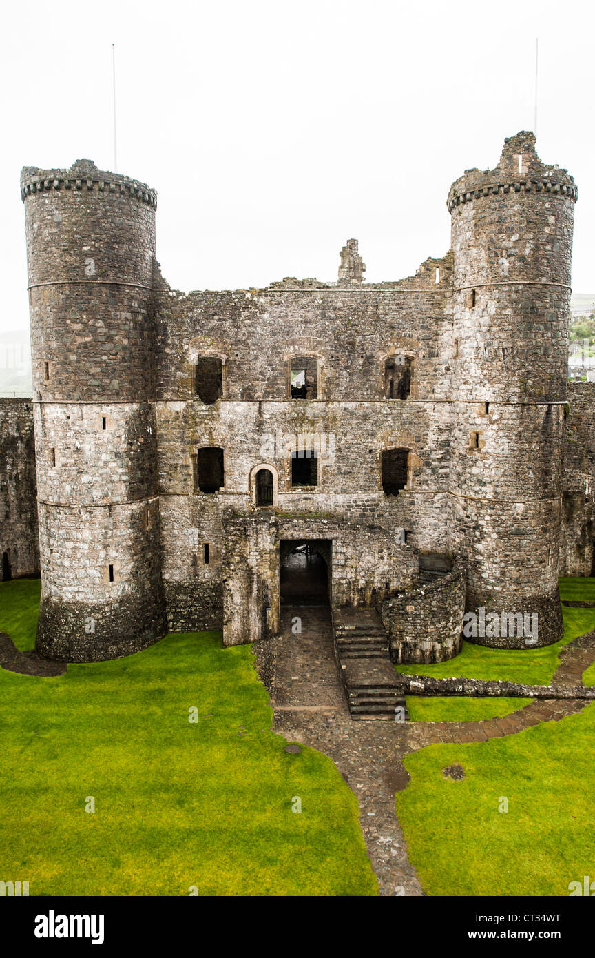 HARLECH, Wales - The courtyard and gatehouse at Harlech Castle in Harlech, Gwynedd, on the northwest coast of Wales - Stock Image