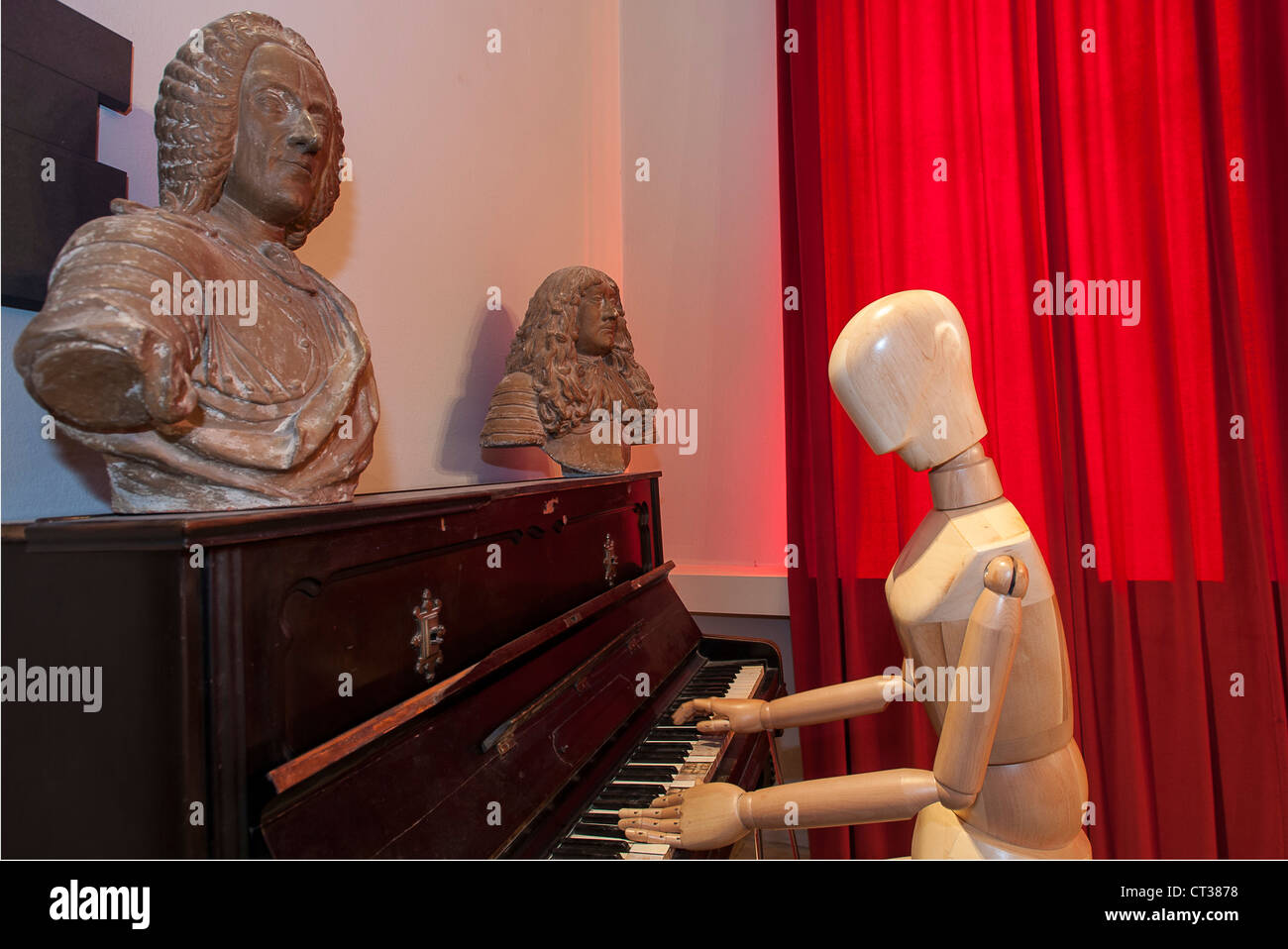 Europe Italy Piedmont Langhe Barolo Castle Wine Museum Mannequin playing piano in the lounge of the four seasons - Stock Image