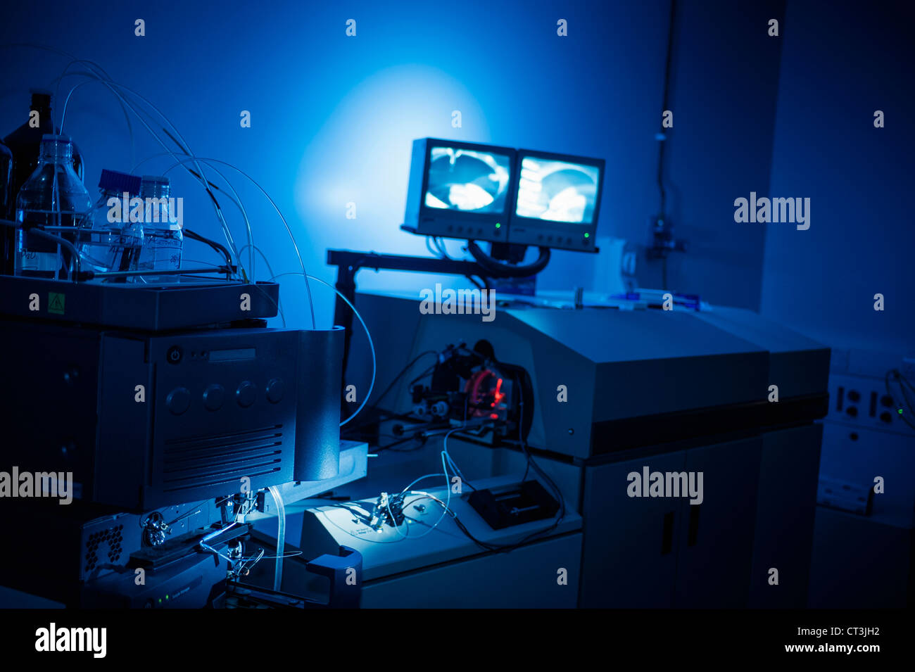 Machines glowing in lab - Stock Image