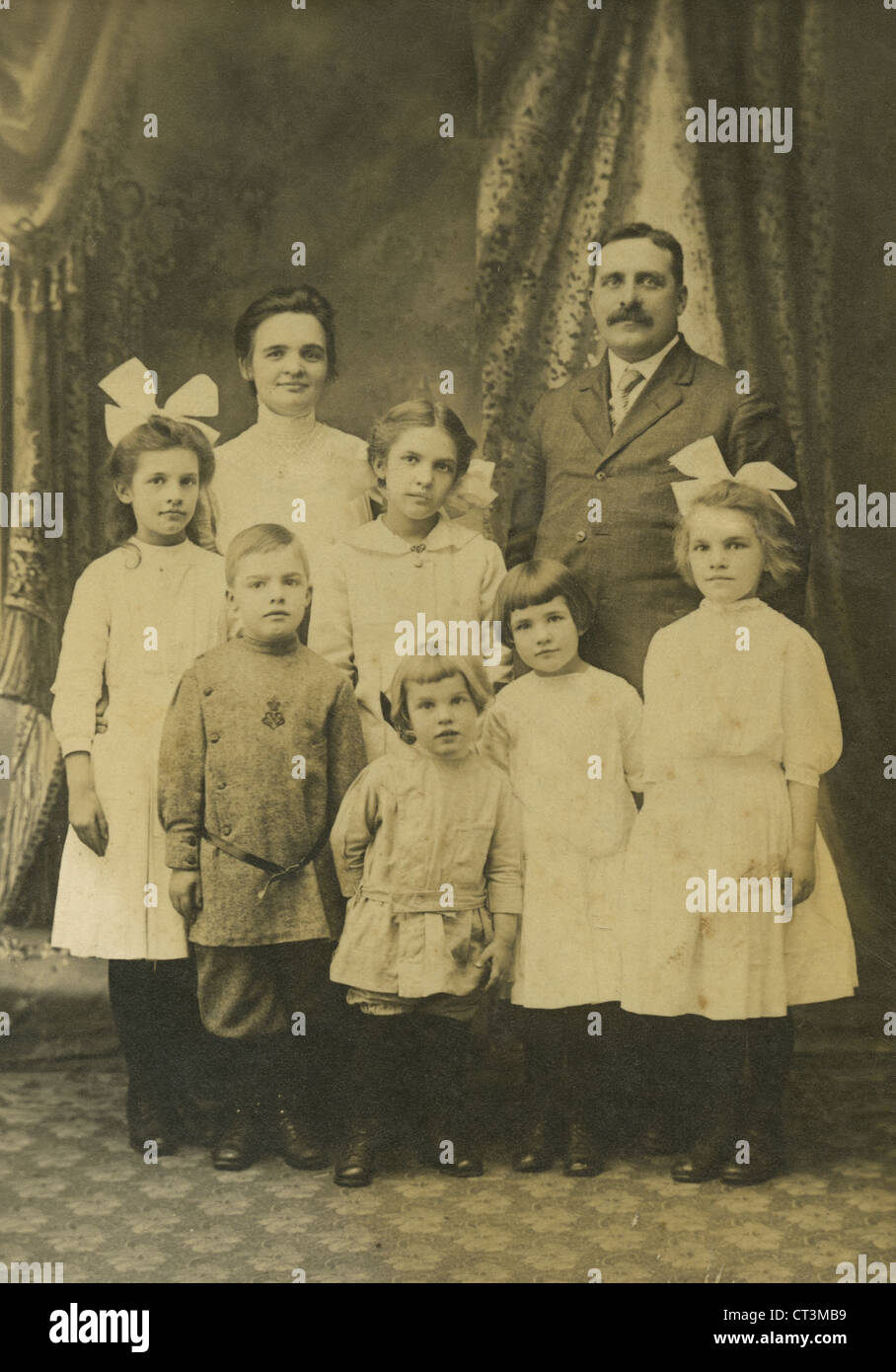 Circa 1880s antique photograph, Victorian family of 8, probably Massachusetts, USA. - Stock Image