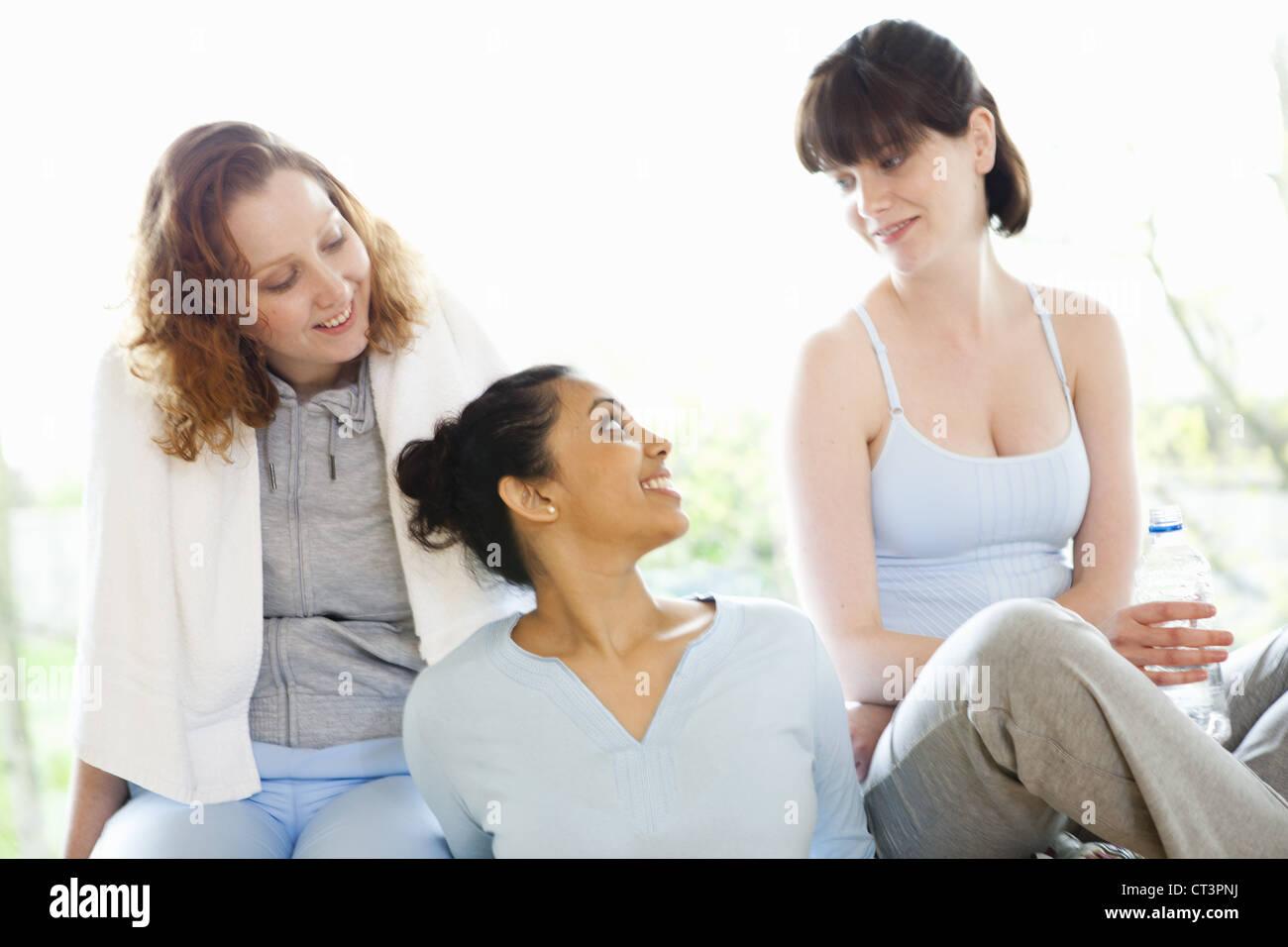 Smiling women talking in gym - Stock Image