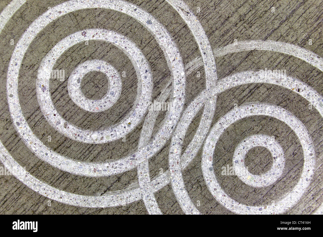Engraved circles in concrete - Stock Image