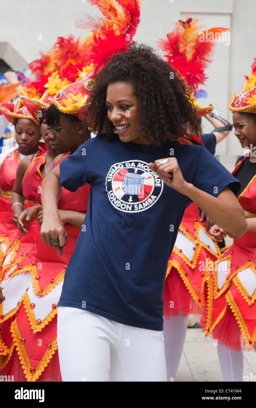 Uniao da Mocidade, London-based Brazilian style Samba group, City of London Festival, Flowers of the World Parade - Stock Image