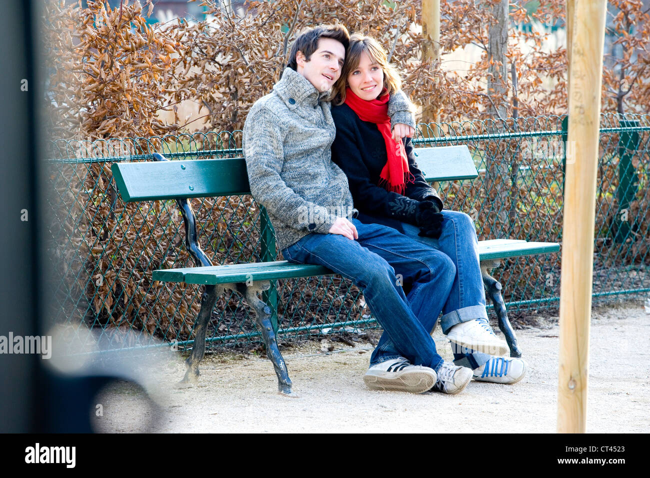 COUPLE IN THEIR 20S, OUTSIDE - Stock Image
