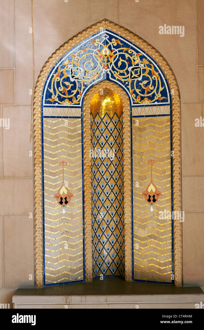 Elk207-1320v Oman, Muscat, Al Ghubrah, Sultan Qaboos Grand Mosque, minaret courtyard niche, contemporary style - Stock Image