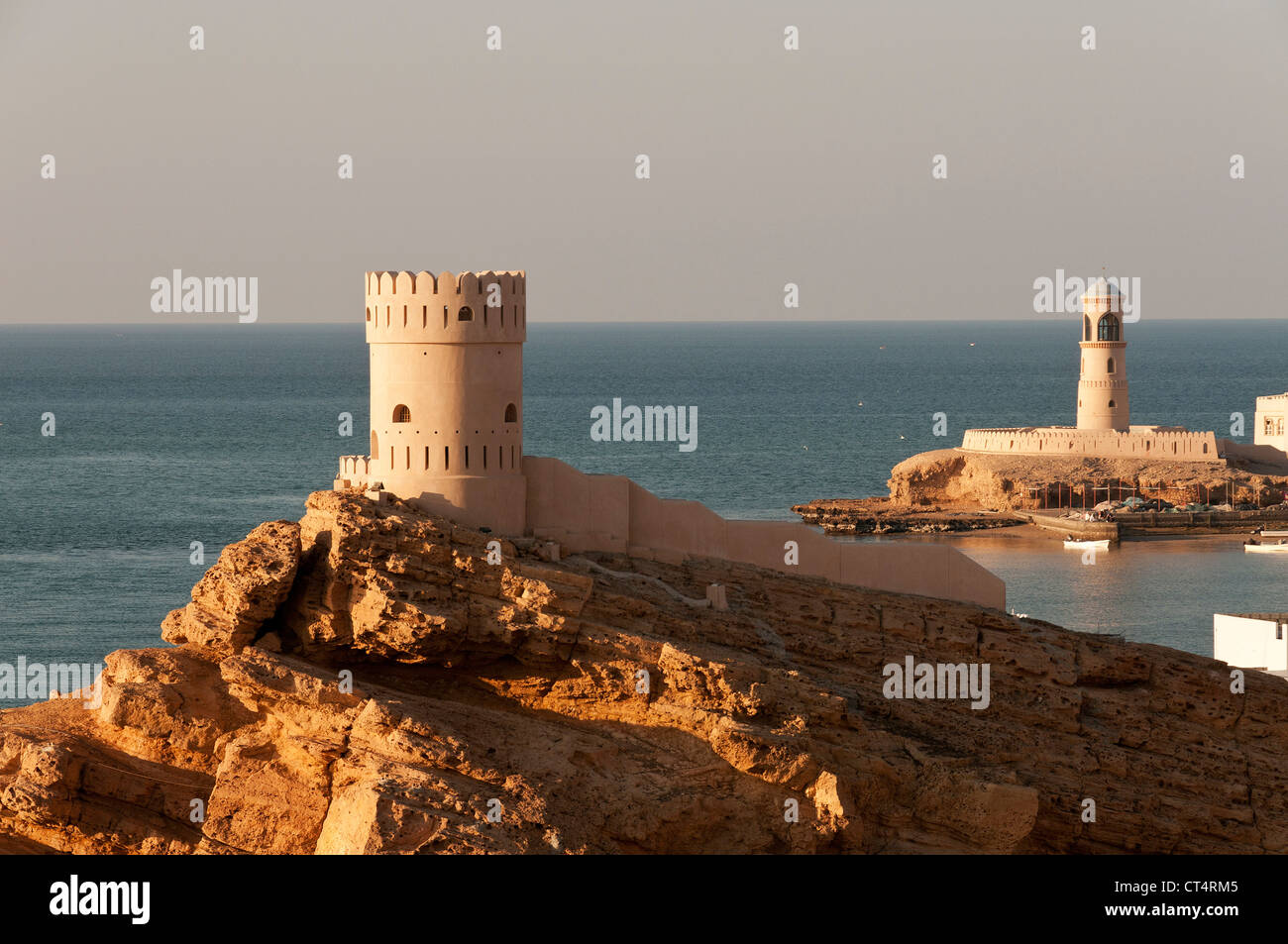 Elk207-2071 Oman, East coast, Sur, Ayjah village with watchtowers - Stock Image