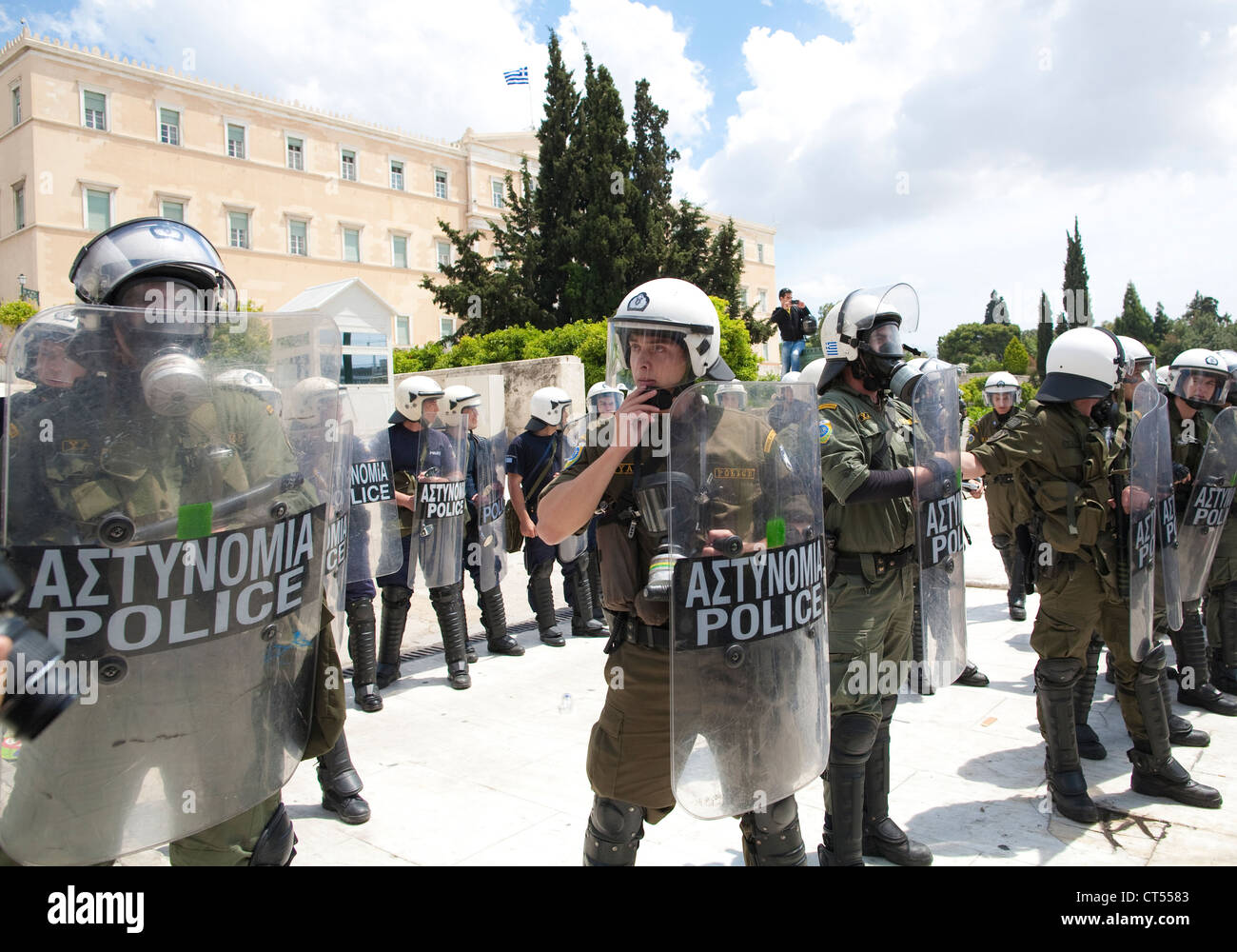 Greek riot police guarding the Parliament building in Syntagma Square, Athens, Greece. - Stock Image