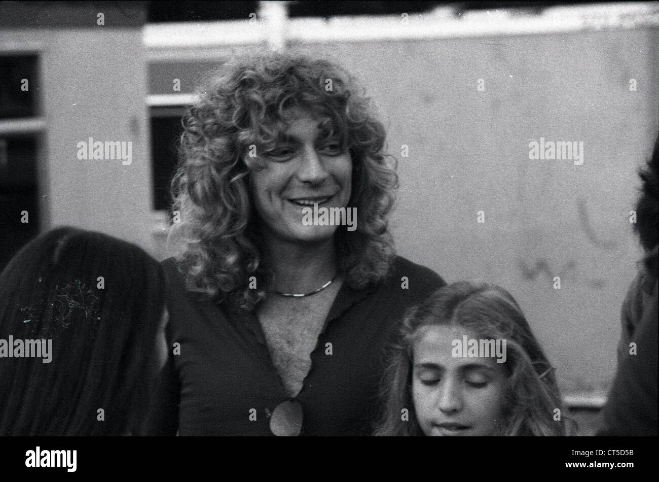 009481 - Robert Plant with his daughter Carmen backstage at the Knebworth Festival in August 1979 - Stock Image