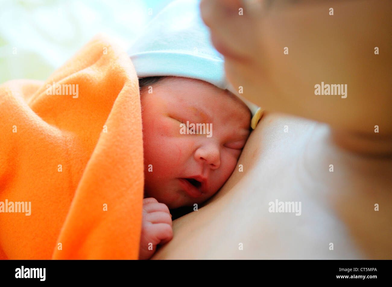MOTHER AND NEWBORN BABY - Stock Image