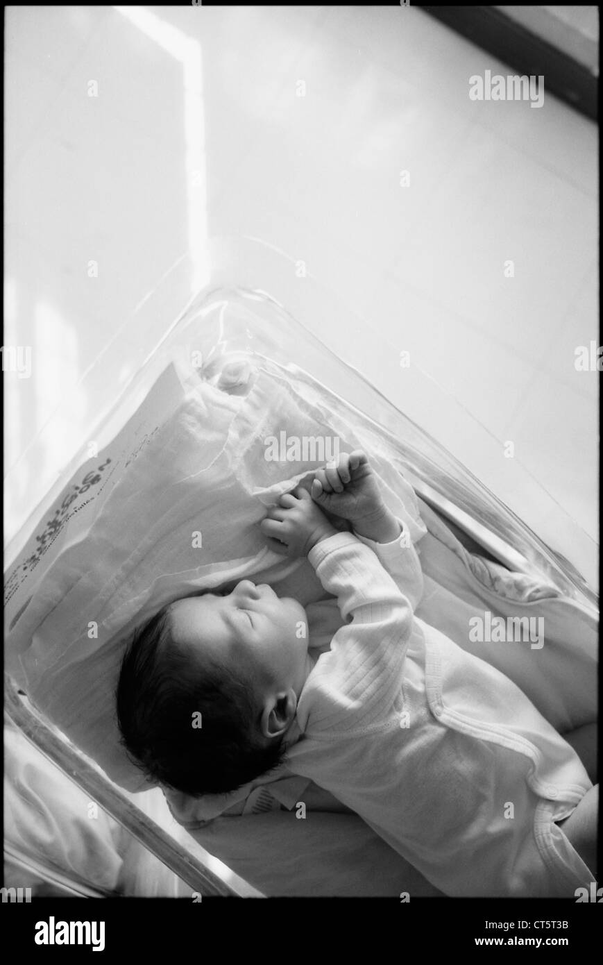 NEWBORN BABY SLEEPING - Stock Image