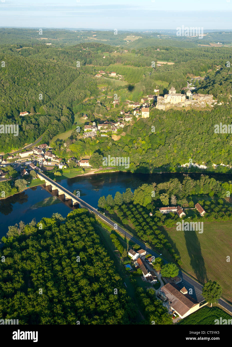 Aerial view of Castelnaud castle, the Dordogne river and surrounding countryside in the Dordogne-Perigord region - Stock Image