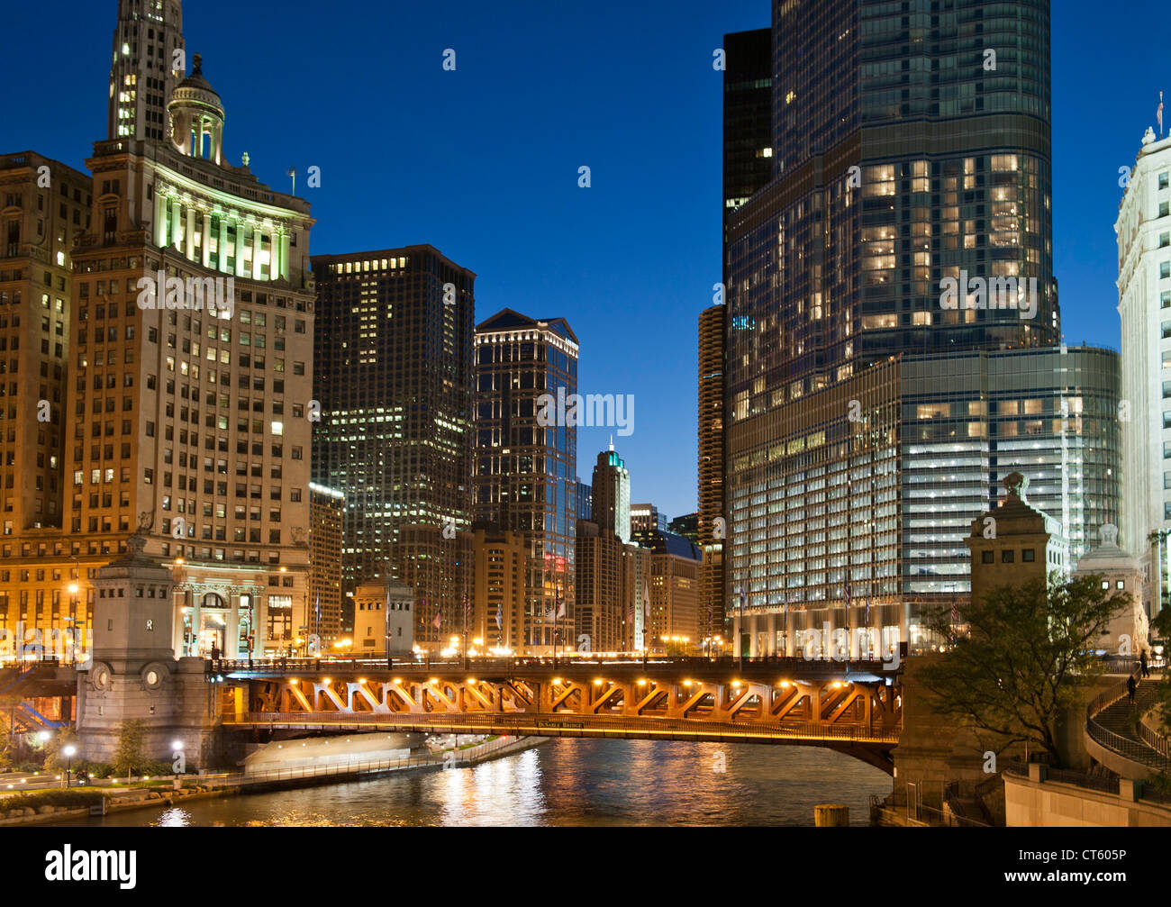 Night-time view of the Michigan Avenue Bridge (officially DuSable Bridge) and downtown Chicago, Illinois, USA. - Stock Image