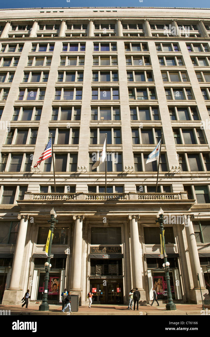 Marshall Field and Company building (occupied by Macy's on State) in Chicago, Illinois, USA. - Stock Image
