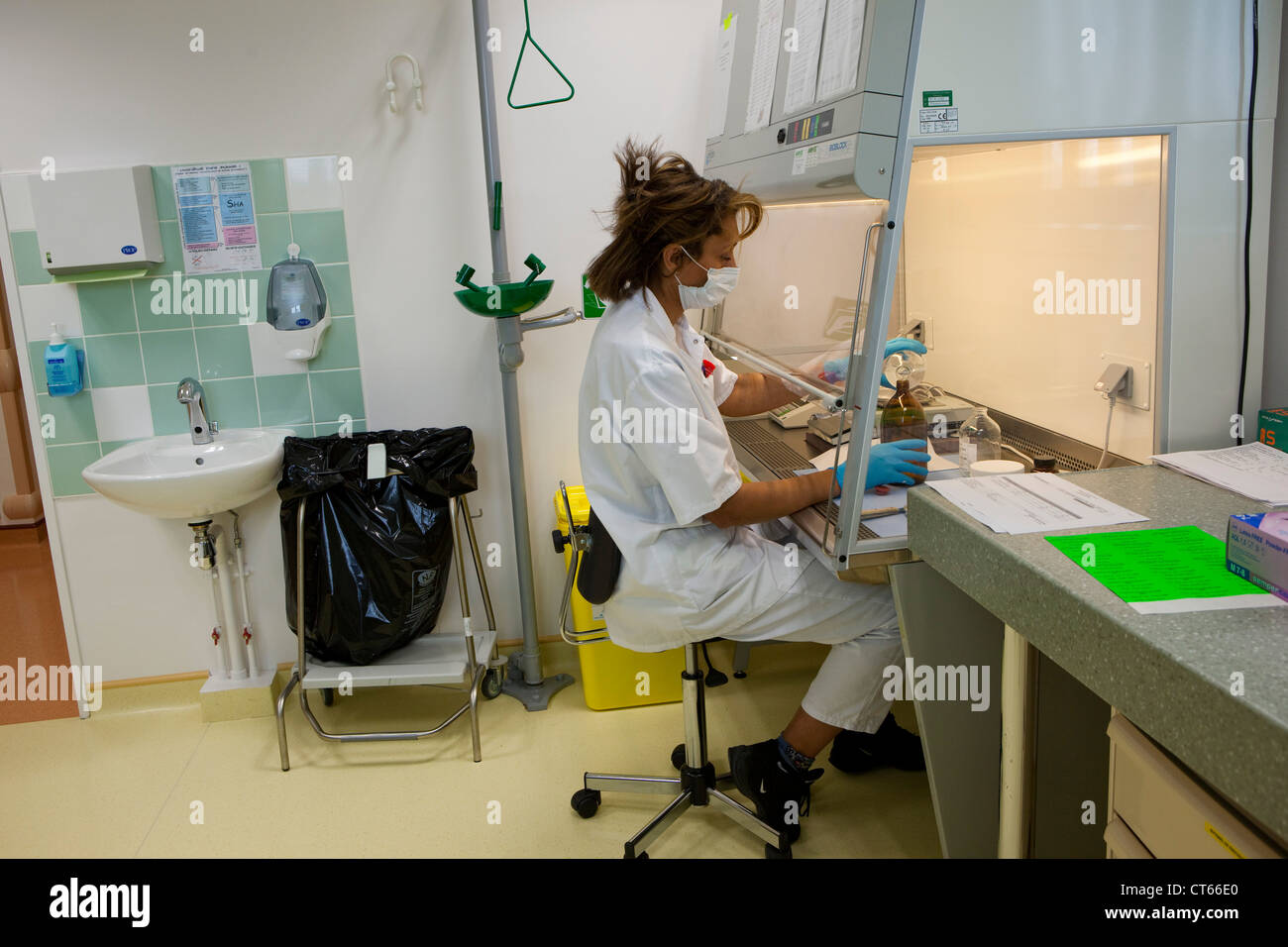 DRUG PREPARATION - Stock Image