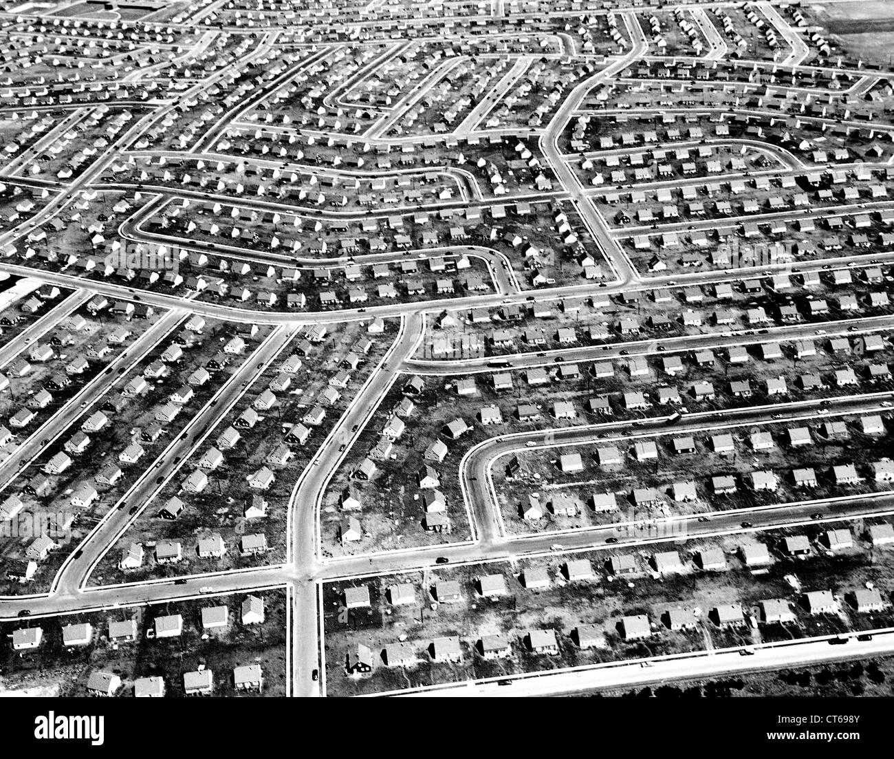 suburban-community-1950s