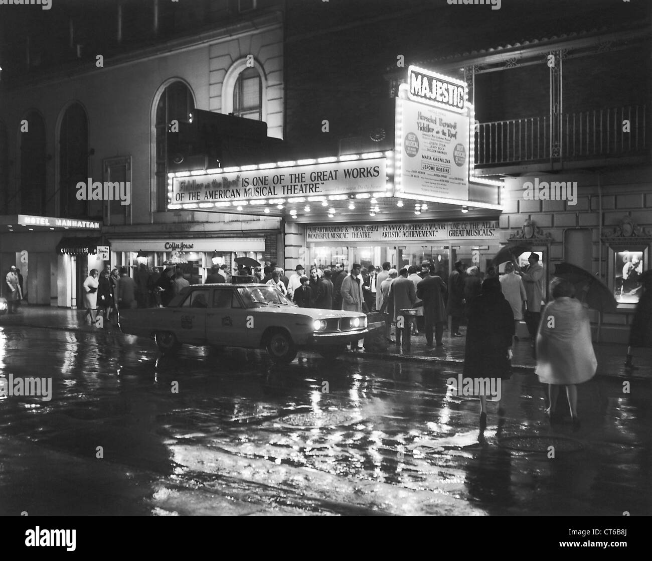 People going into the Majestic Theater, New York City - Stock Image