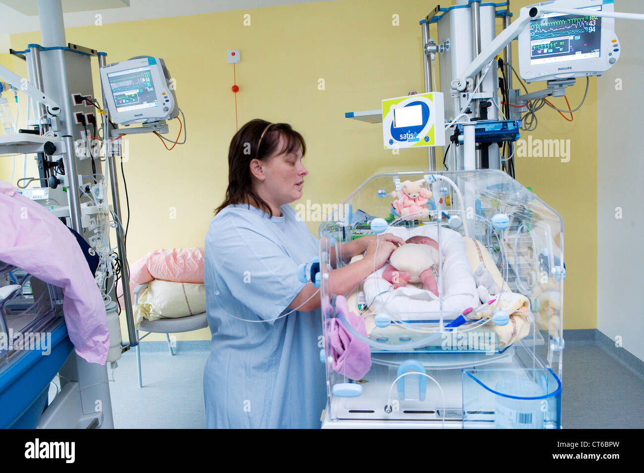 MOTHER AND PREMATURE BABY - Stock Image