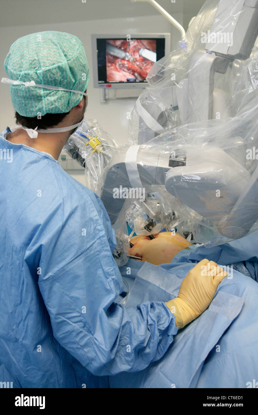 ROBOT-ASSISTED SURGERY - Stock Image