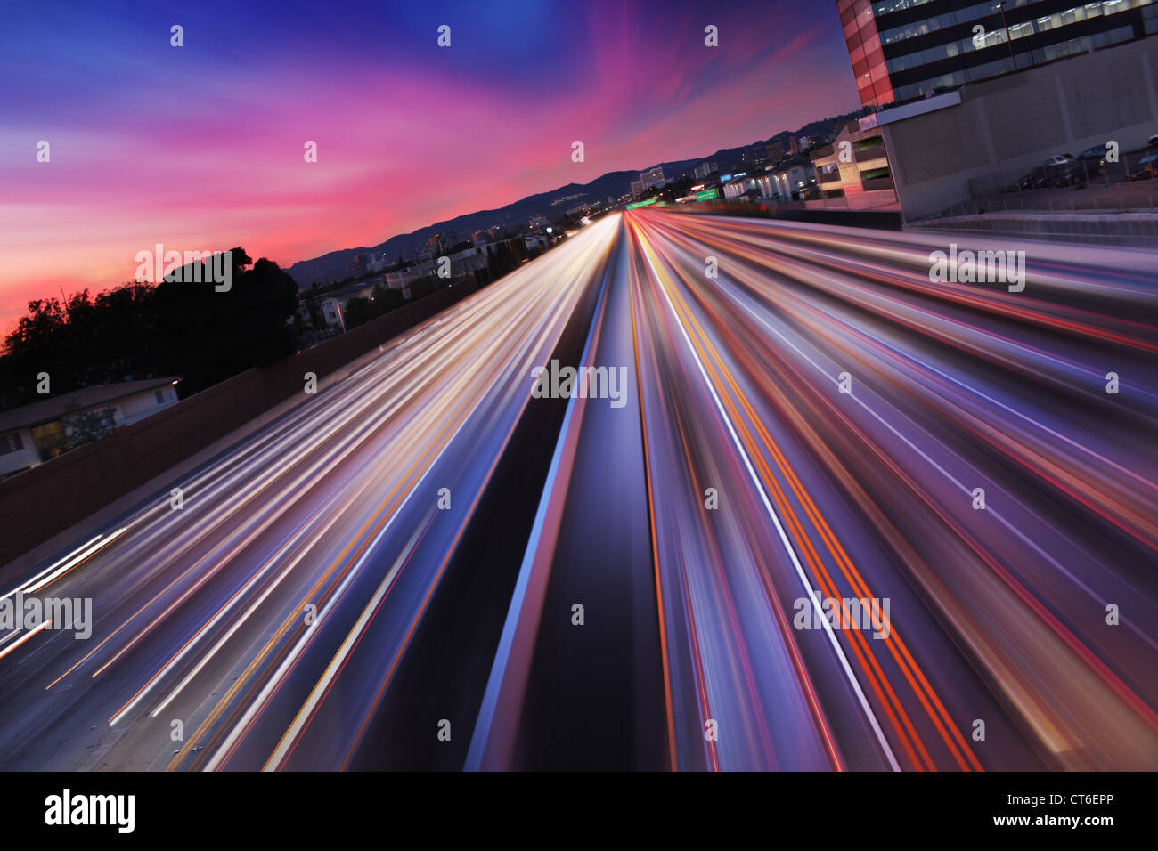 Traffic at twilight on 405 freeway in Los Angeles, California. Blurred Motion. - Stock Image