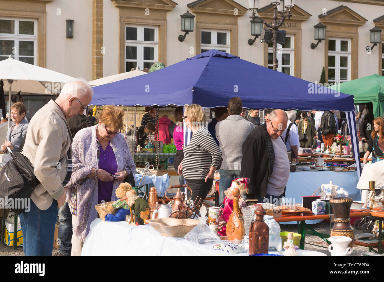 Flea market on Guillaume square (Knuedler) in Luxembourg City - Stock Image