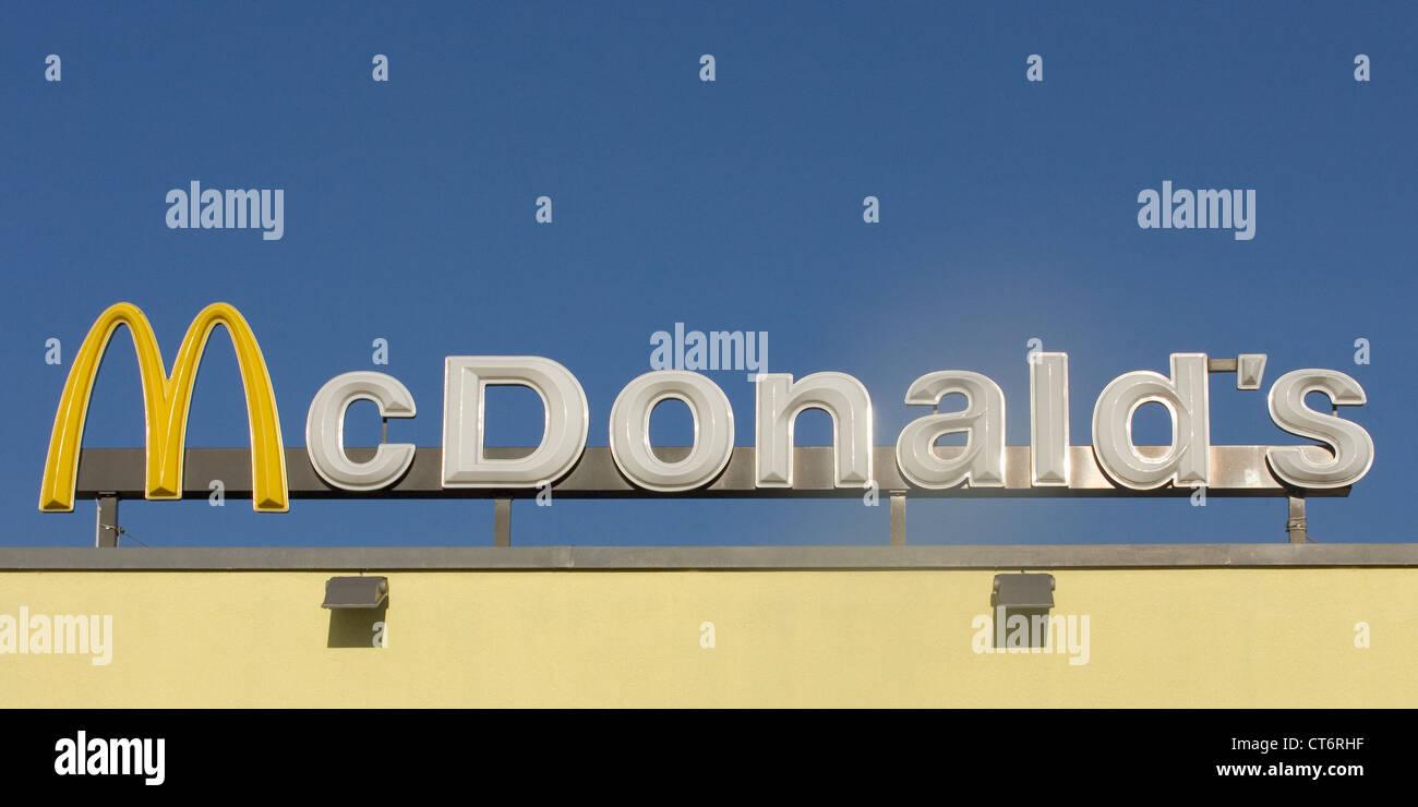 Fast Food Restaurant Chains Stock Photos & Fast Food Restaurant ...