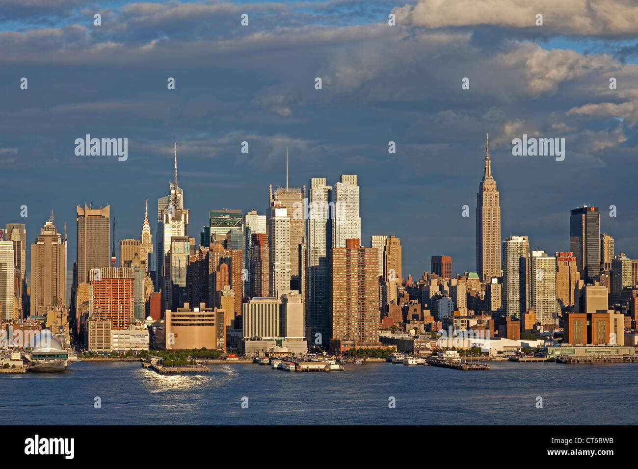 color photograph of the midtown manhattan new york city skyline at stock photo 49322935 alamy. Black Bedroom Furniture Sets. Home Design Ideas
