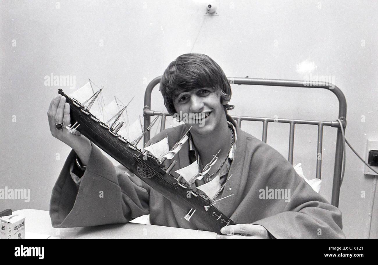 003945 - Ringo Starr In University College Hospital, London in June 1964 - Stock Image