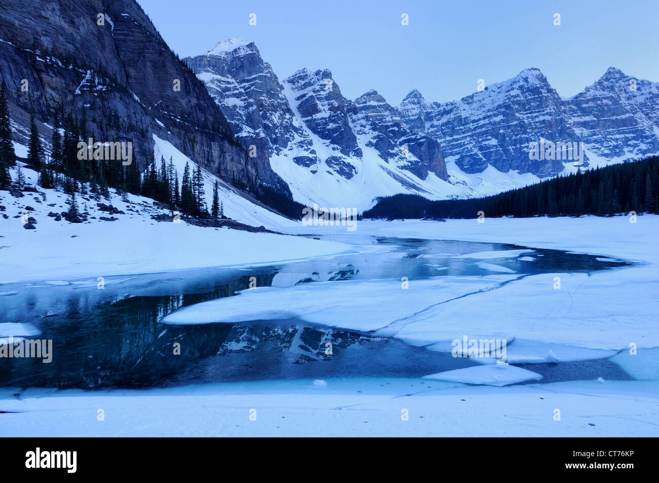 moraine lake valley of the ten peaks - Stock Image