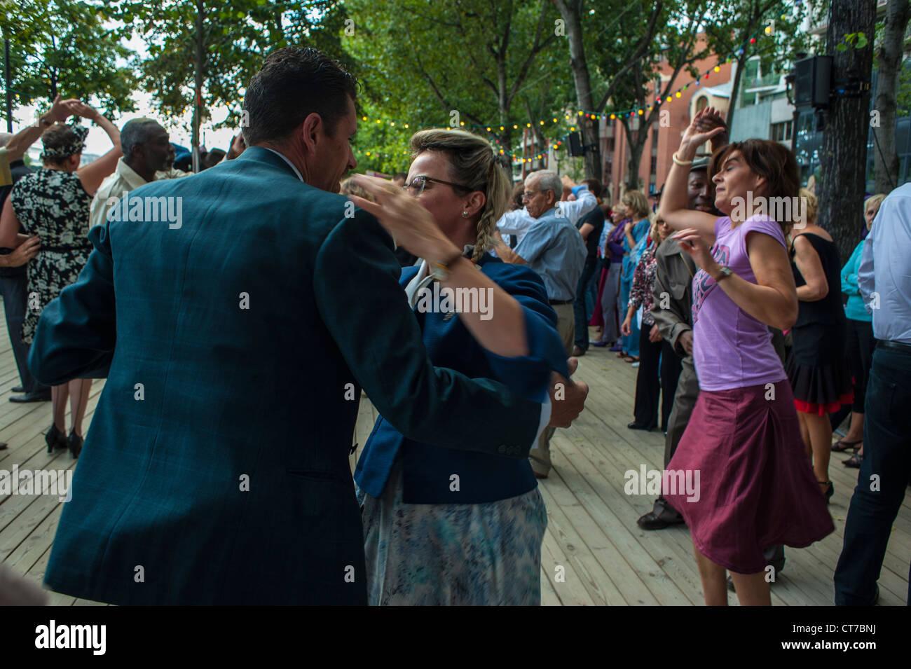 Paris, France, Public Events, Couples Dancing Rock'n'Roll on Seine River, Quai at 'Paris Plages' - Stock Image