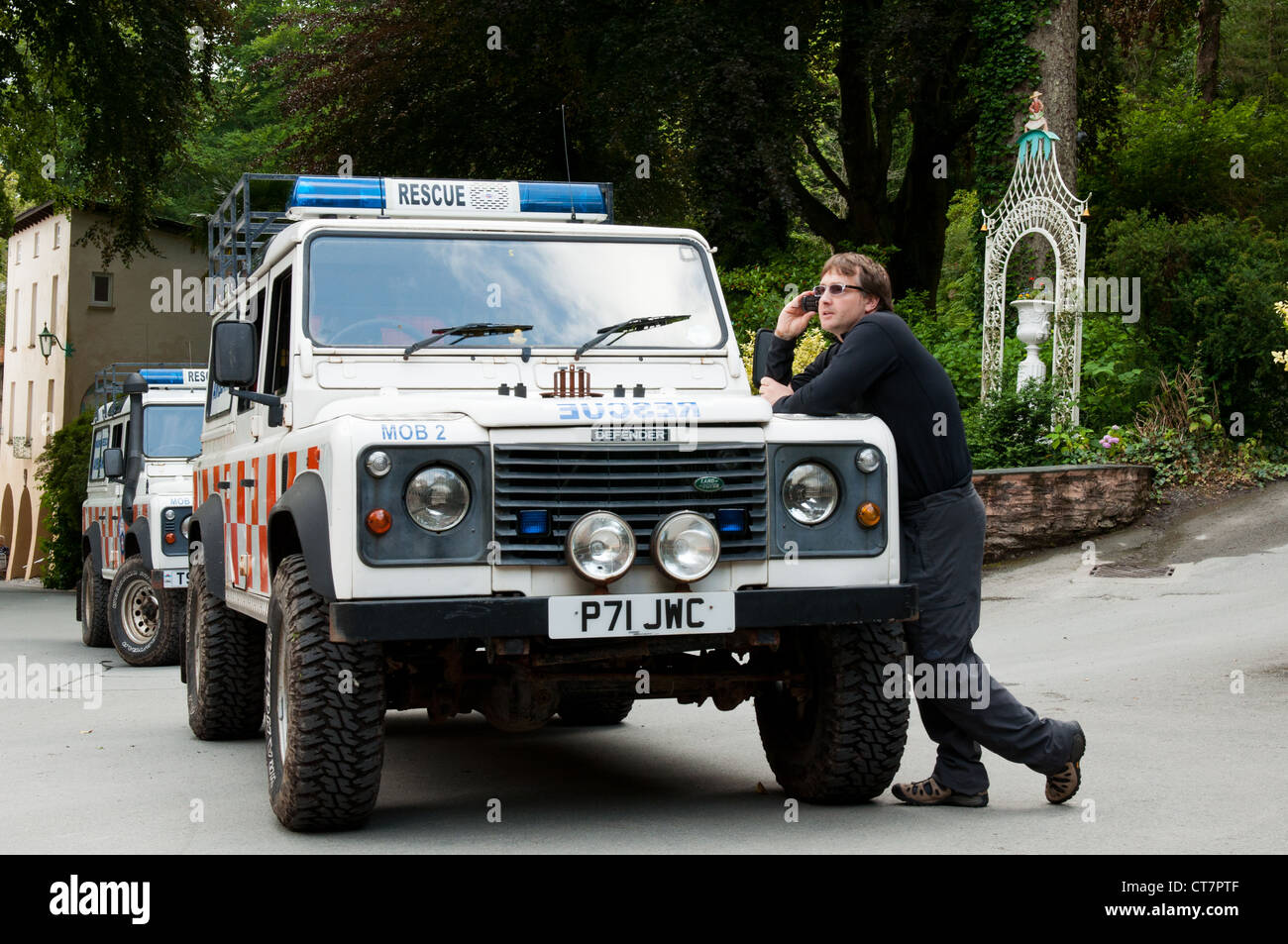 Search and Rescue dog handler reporting to incident control, following a casualty rescue in Portmeirion Village. - Stock Image