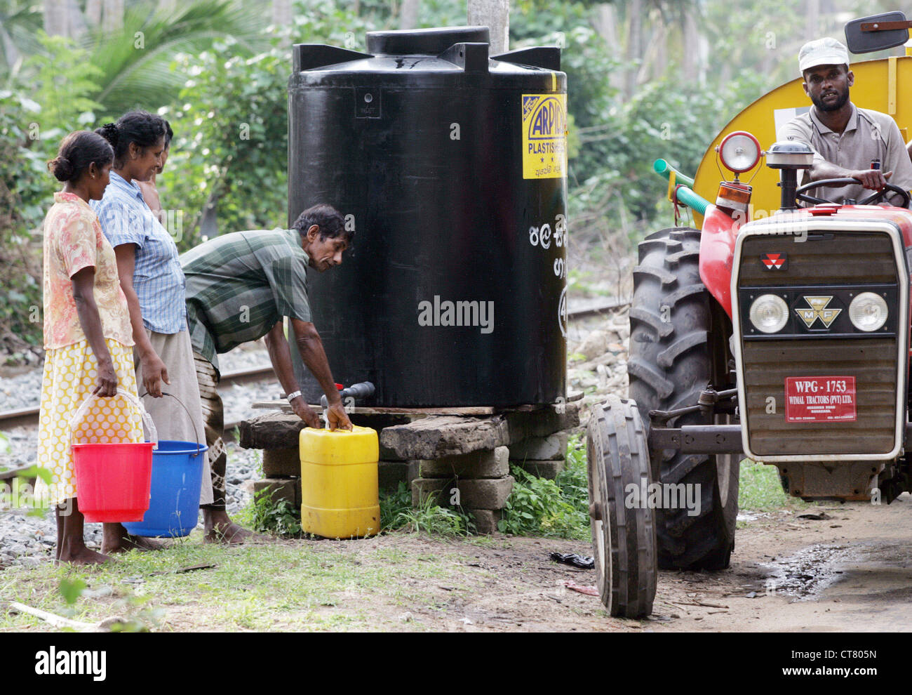 Make up water tanks for tsunami-affected - Stock Image