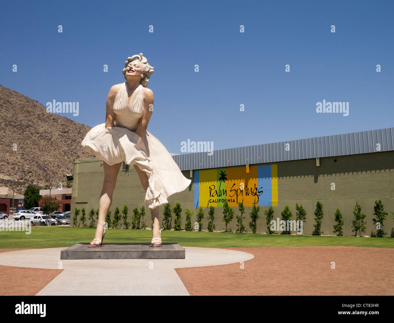 a 26 foot statue of marilyn munro in palm springs california it