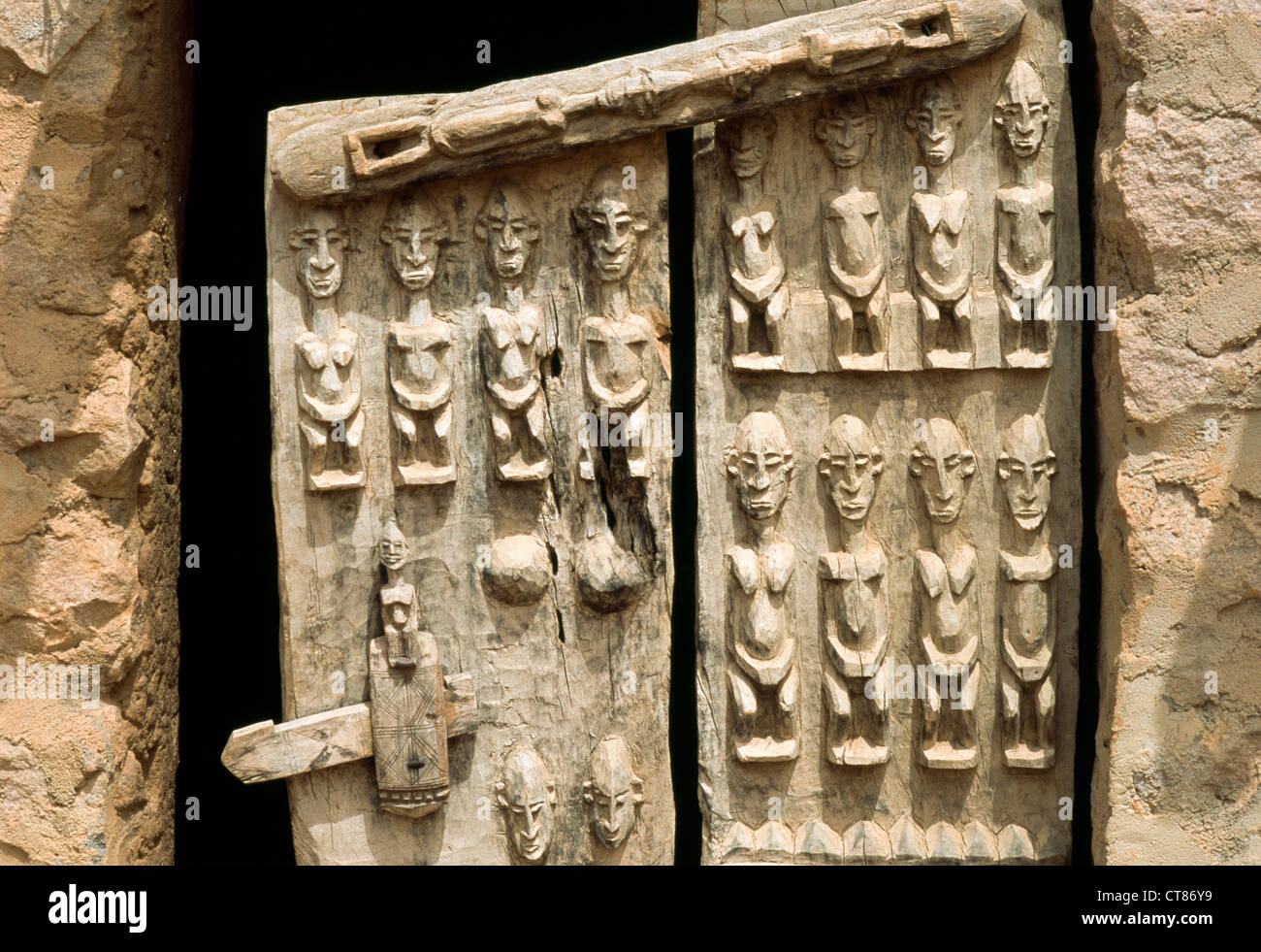 Djiguibombo Dogon country Mali; carved granary door - Stock Image & Dogon Mali Granary Door Carved Stock Photos u0026 Dogon Mali Granary ...