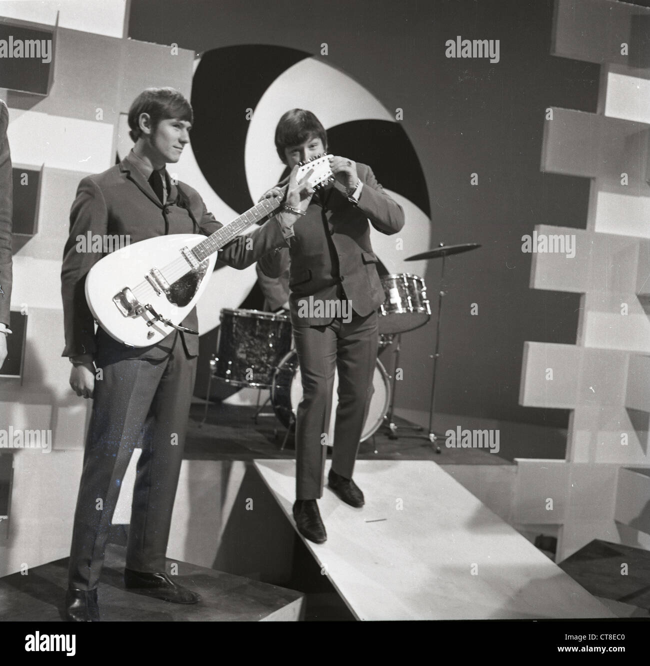 Image of: Newcastle 006892 Eric Burdon And Hilton Valentine Of The Animals On Top Of The Pops In 1964 Alamy 006892 Eric Burdon And Hilton Valentine Of The Animals On Top Of