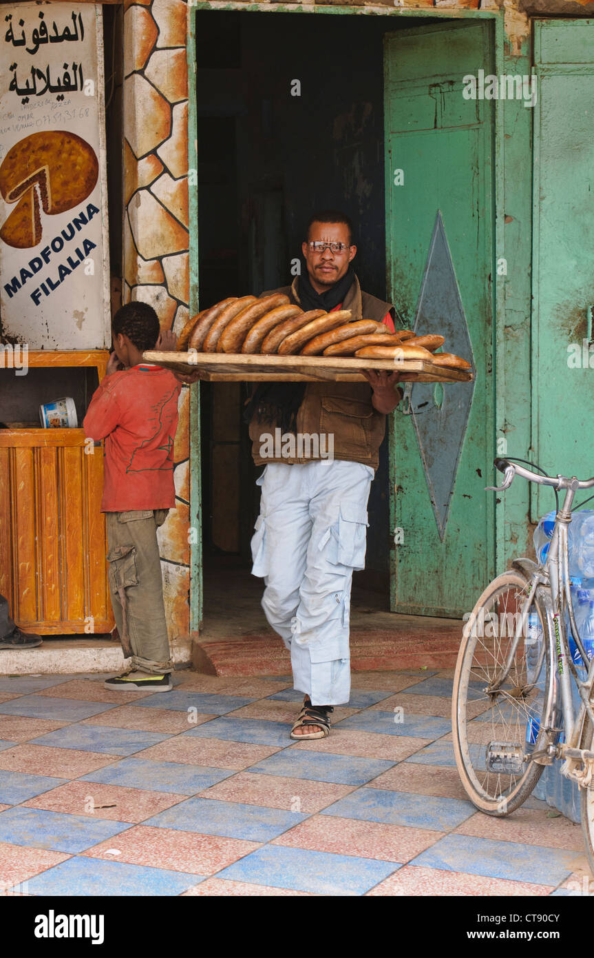 fresh bread from the bakerry in Rissani, Saharan Morocco - Stock Image