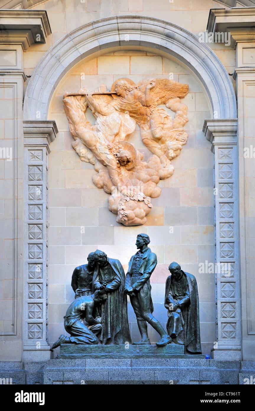 Barcelona, Spain. Placa Garriga i Bachs - Memorial (1929) to Barcelona's victims of the Napoleonic Wars. - Stock Image