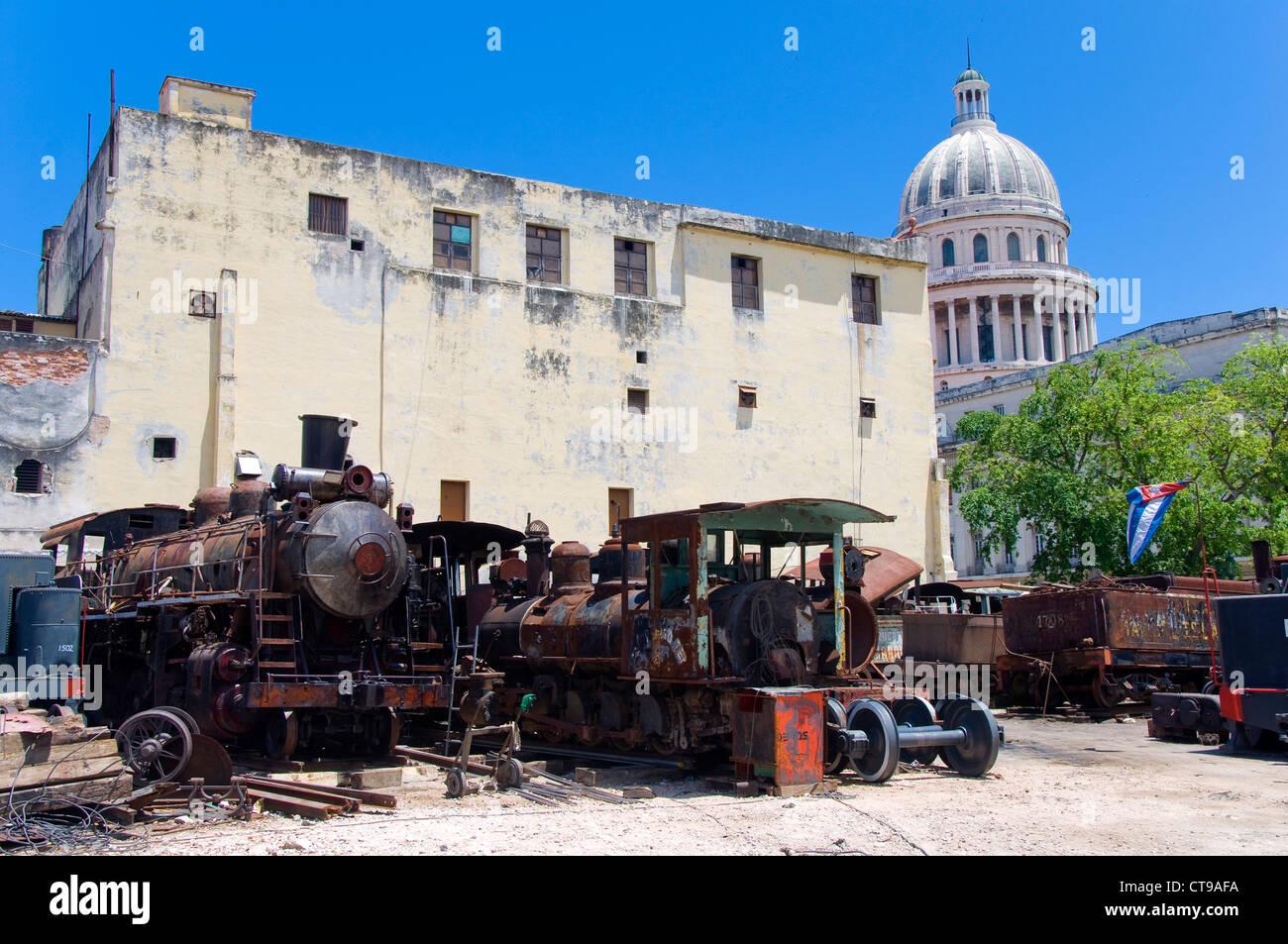 Old trains behind La Capitolio Nacional, La Havana, Cuba - Stock Image