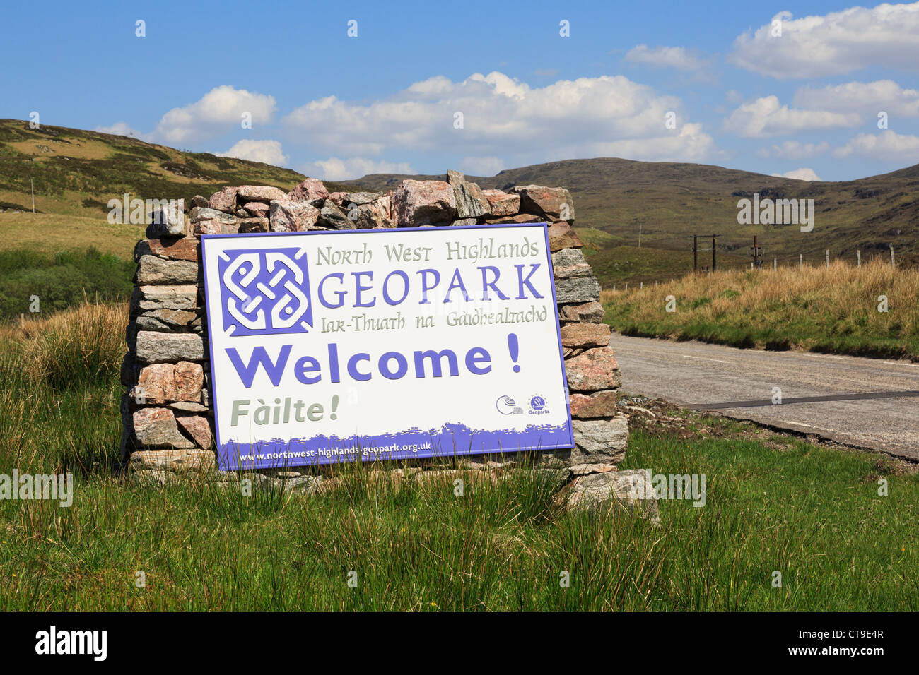 North West Highlands Geopark Gaelic bilingual welcome sign on Assynt peninsula in Ross and Cromarty, Highland, Scotland, - Stock Image