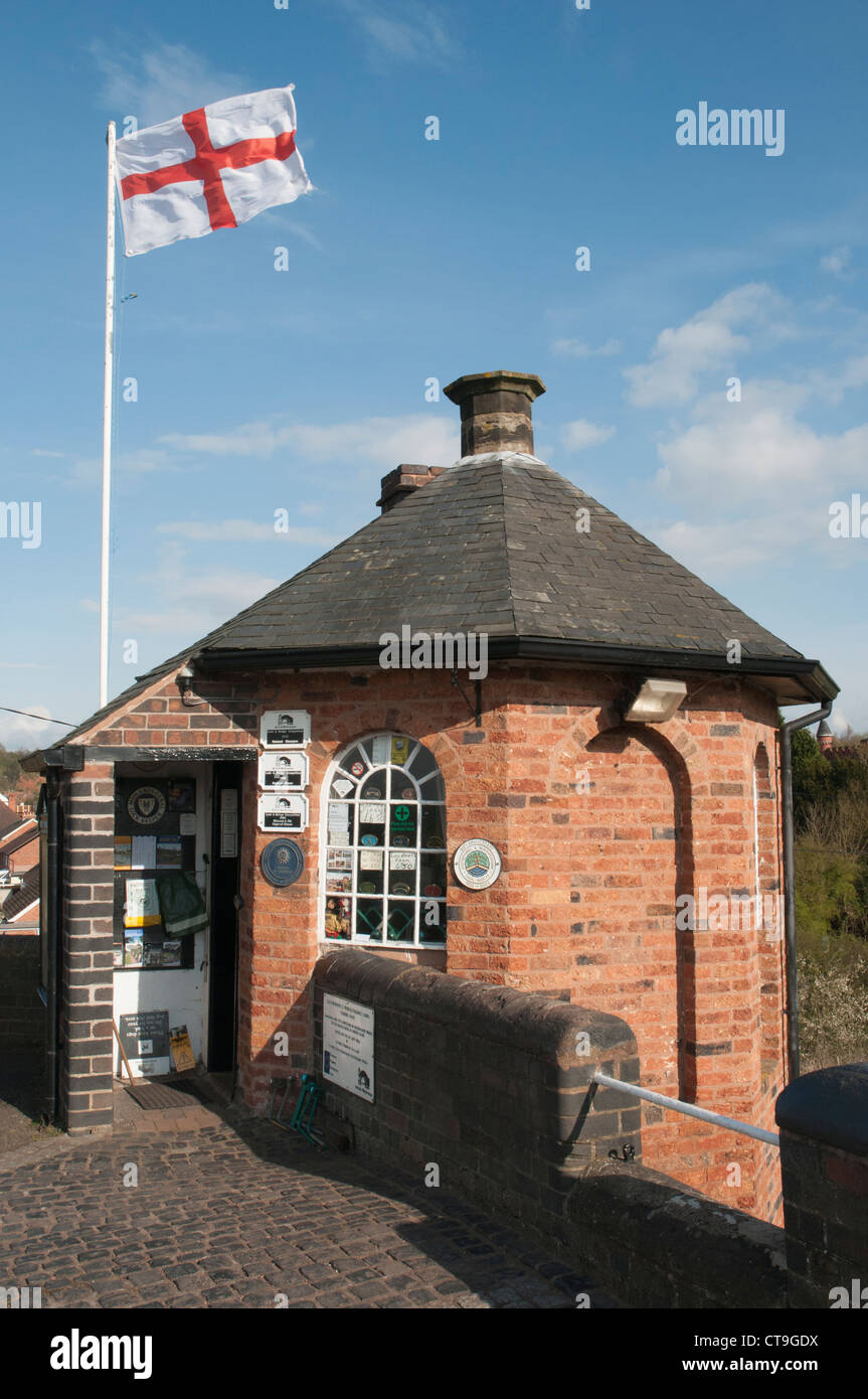 Lock-keeper's cottage at the Bratch Locks at Wombourne, South Staffs, UK, on the Staffordshire and Worcestershire - Stock Image