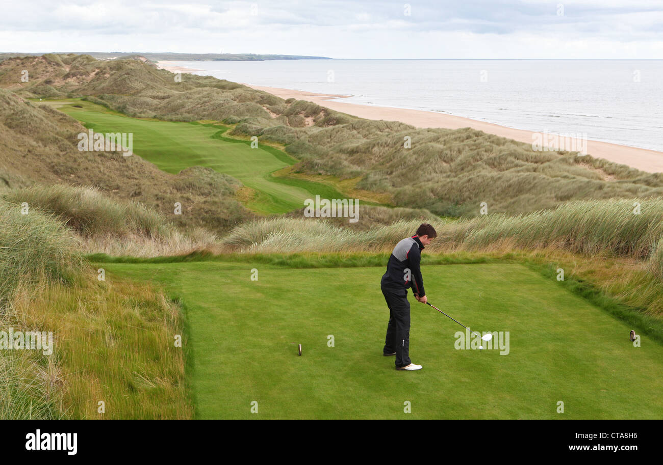 Golfers on the new Trump International Golf Links course in Aberdeenshire, Scotland, UK. Owned by businessman Donald - Stock Image