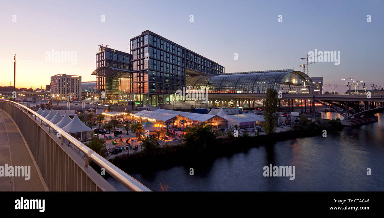 Pavilion at new main station Lehrter Bahnhof at river Spree, Berlin, Germany, Europe - Stock Image
