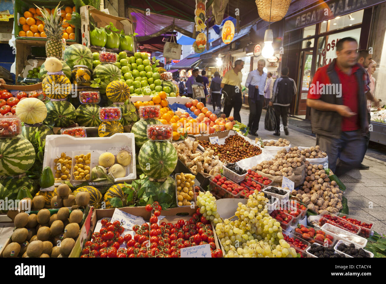 Fruit stall at the market in Beyoglu, Istanbul, Turkey, Europe - Stock Image