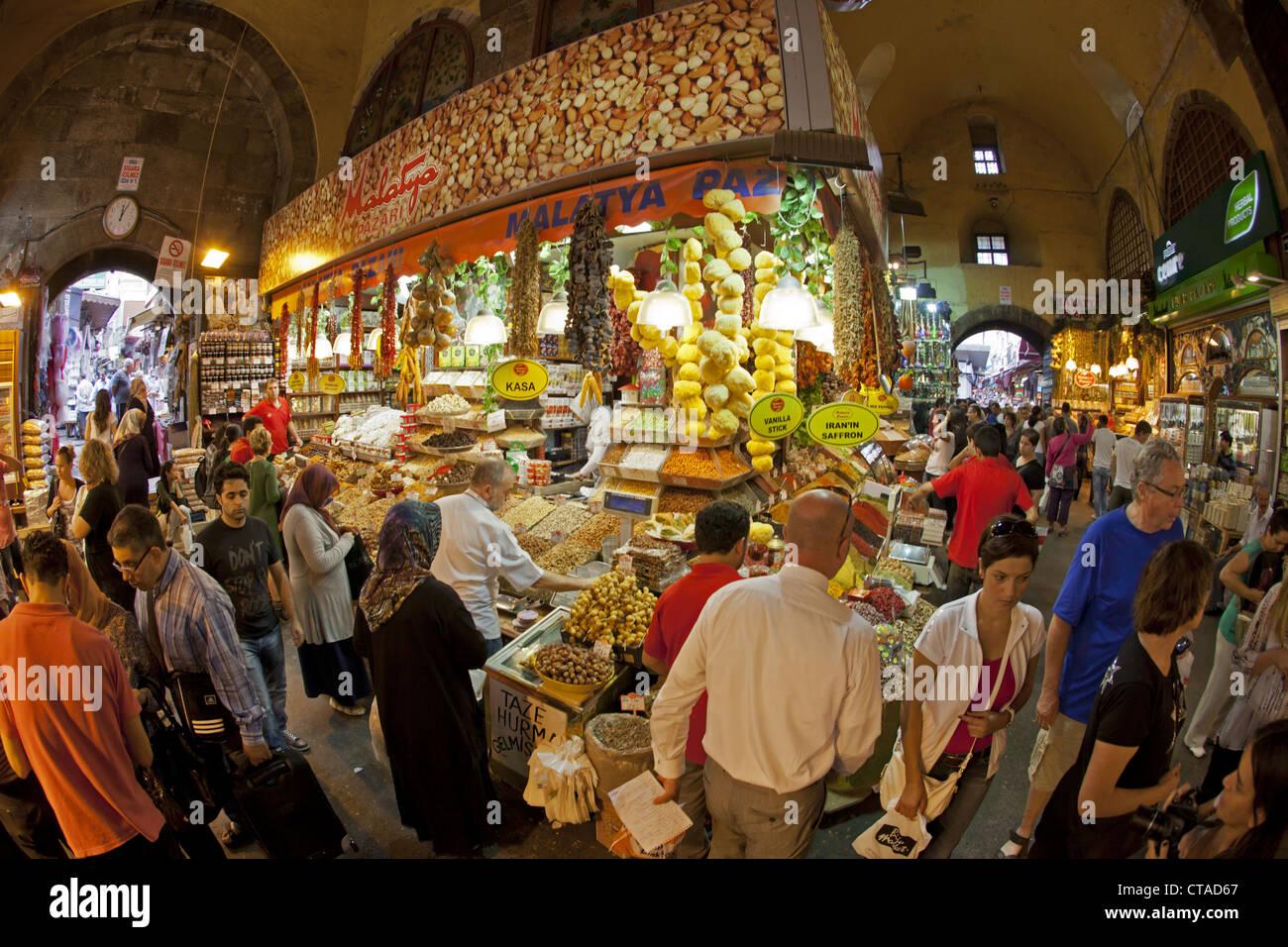 People at Egyptian Bazaar, Misir Carsisi, Istanbul, Turkey, Europe - Stock Image